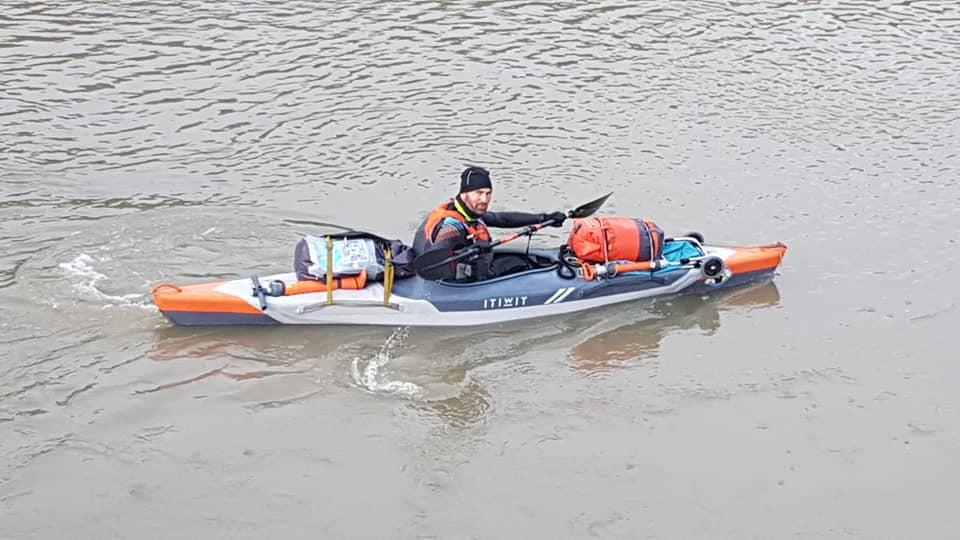 kayakiste peniche du coeur eau